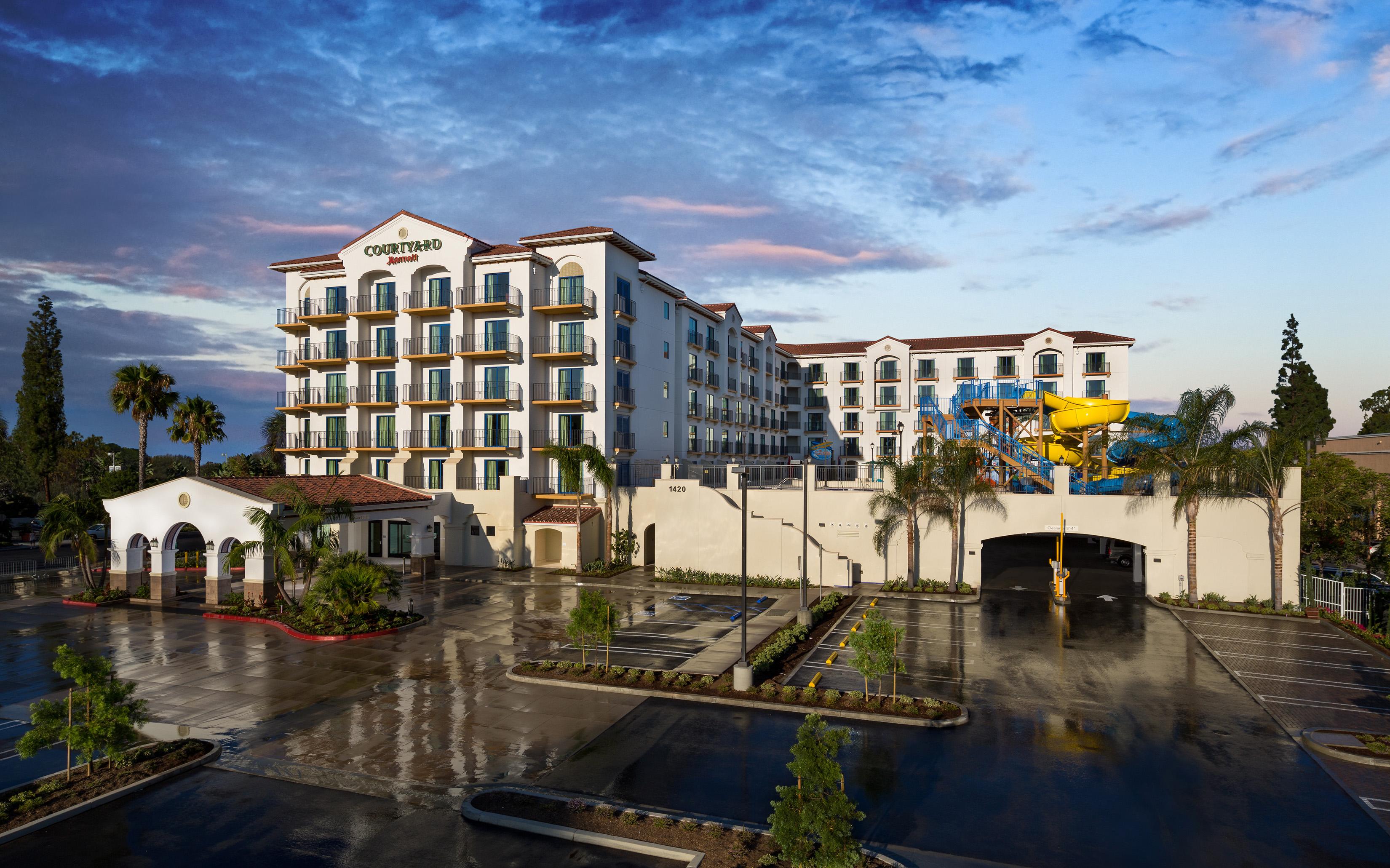 Courtyard Anaheim_exterior