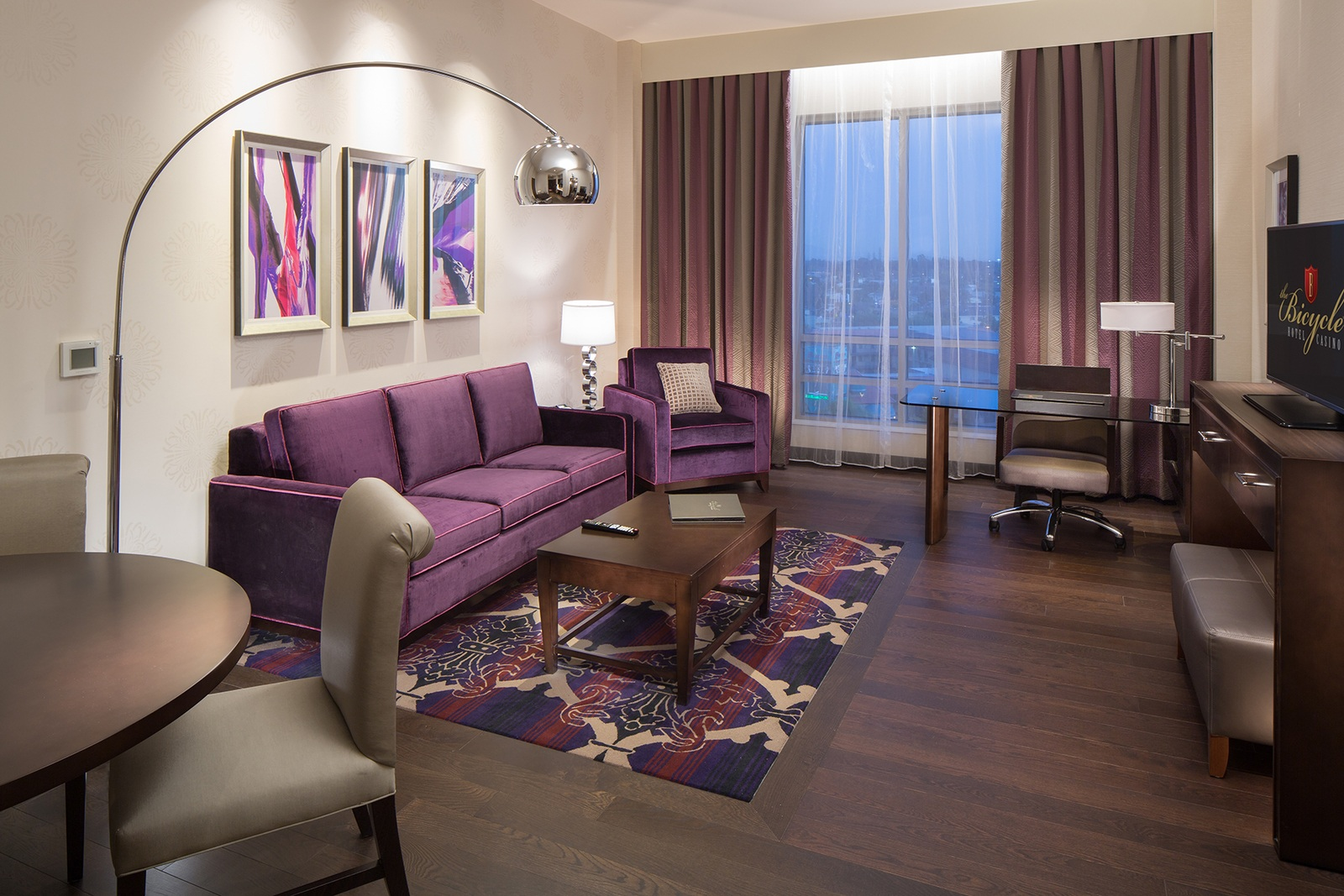 governors_suite_living