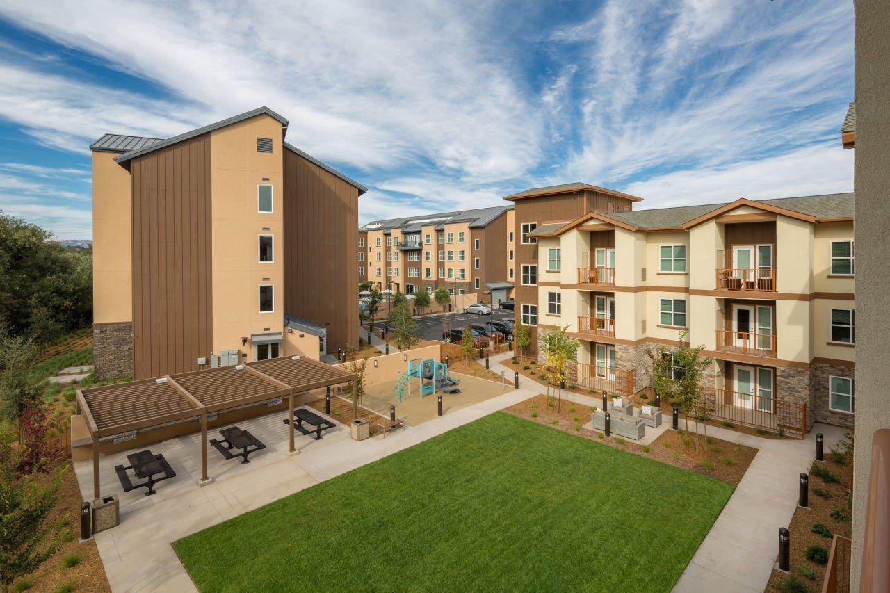 Citrine Apt Courtyard_mod Healdsburg CA - R.D. Olson Construction